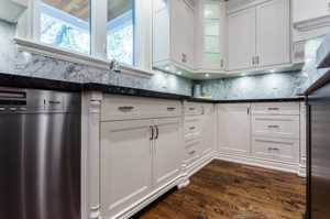 Traditional Kitchens-113